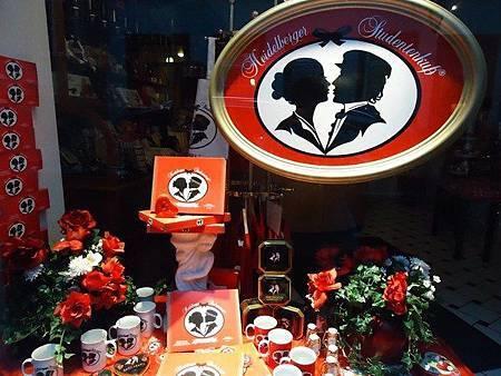 圖三 學生之吻─ 巧克力專賣店的櫥窗.jpg