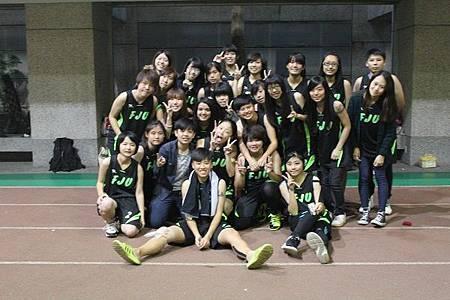 (圖七)女籃賽後合照.jpg