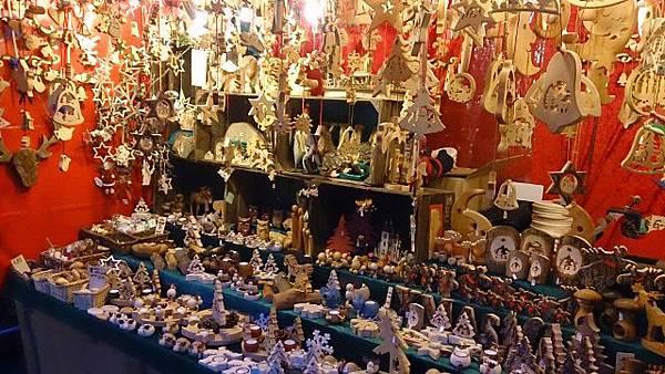 圖四 手工品攤販 商品多為木質品,多是廚具或是裝飾品 (640x360).jpg