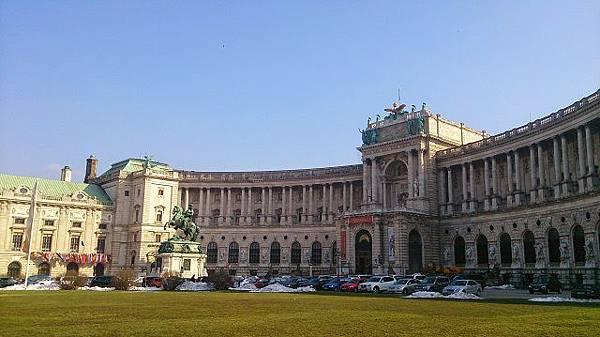 圖三 霍夫堡皇宮前的赫爾登廣場(德語:Heldenplatz)騎士雕像則為特雷莎女王的丈夫法蘭茲一世皇帝(德語 Franz I).JPG