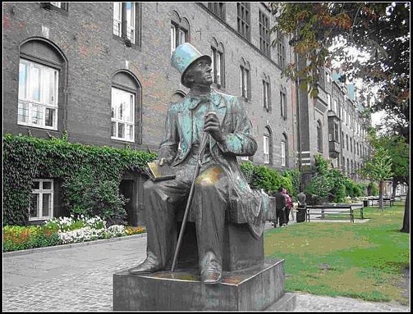 (圖四)哥本哈根的安徒生銅像.JPG