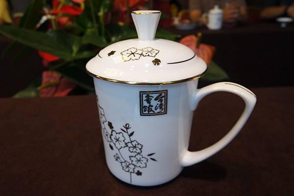 〈圖七〉臺灣會館的精美茶杯