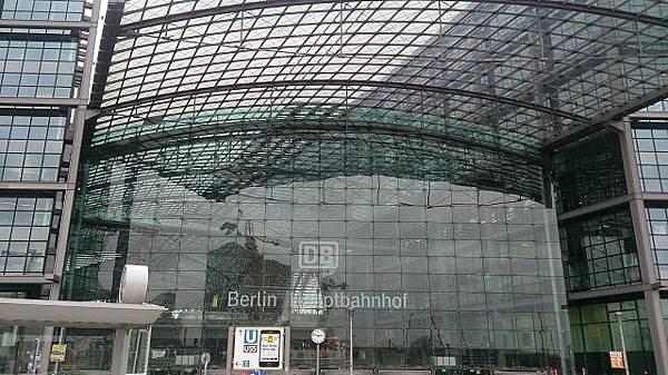 圖二:柏林中央車站外觀.JPG
