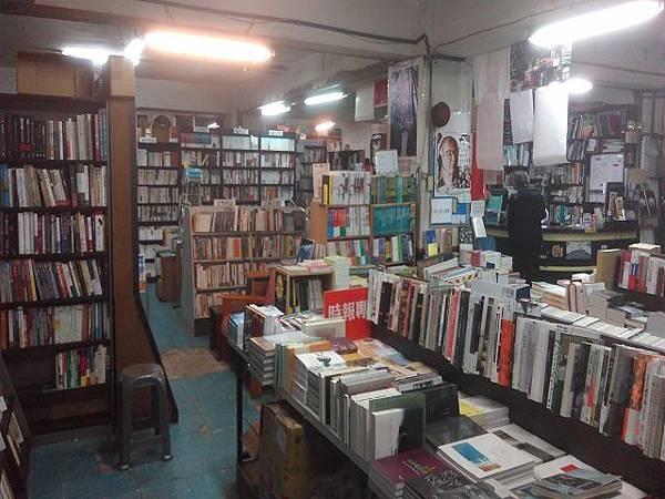 照片四  書店內部的擺設.jpg