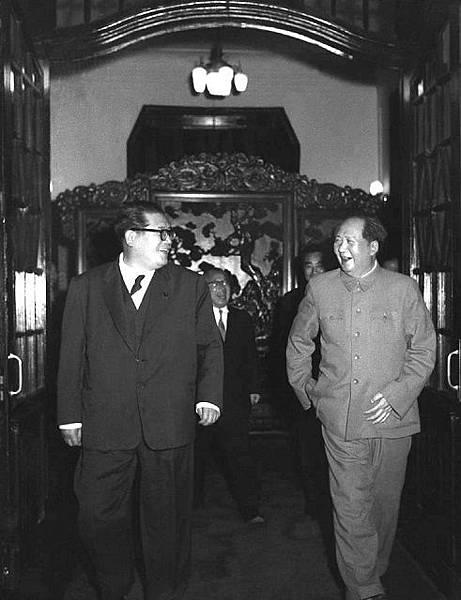 圖二 淺沼稻次郎(左)參訪共產中國,和毛澤東(右)會面(來自網路).jpg