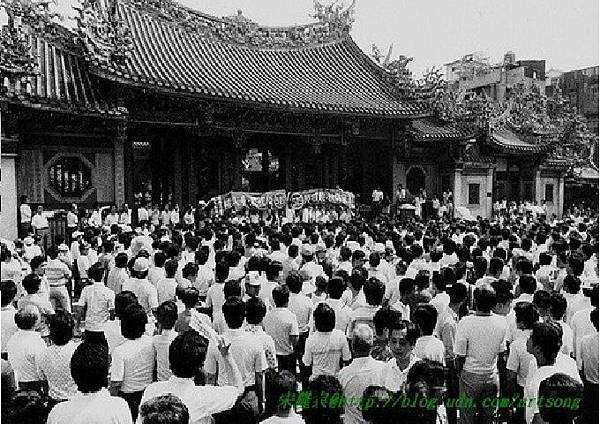 圖〈一):519綠色和平行動現場─龍山寺.jpg