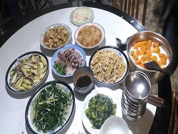 圖十八/理事長夫人準備的菜餚.jpg