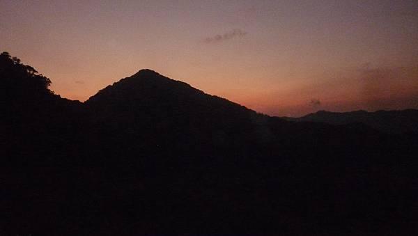 月扇湖山夜色