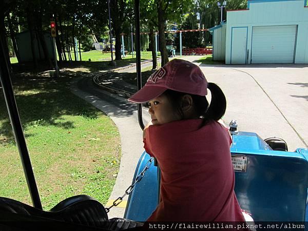 Aileen開車載媽媽