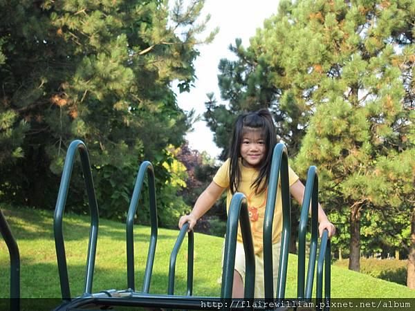 一早, 我們就去公園玩. (2011-08-18)