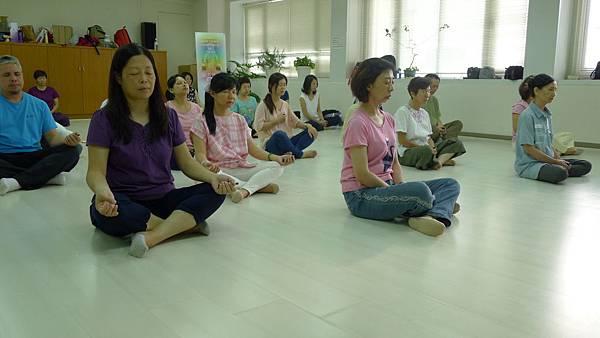 行腳後內觀靜坐,轉化生命中不可承受之輕為祝福。