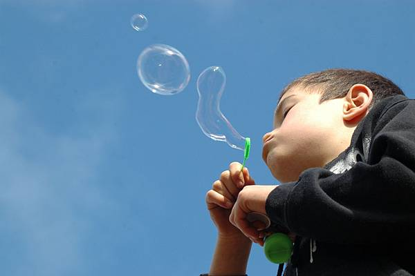 blowing-bubbles-1351843