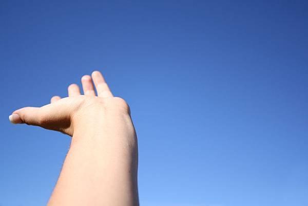 hand-in-sky-1409550.jpg