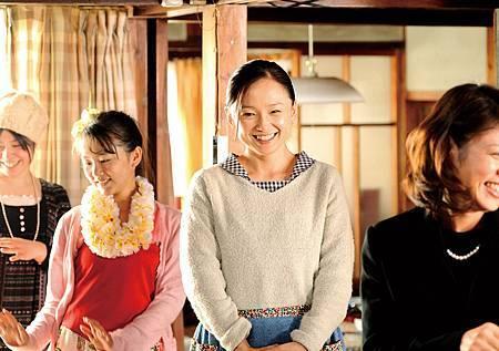 永作博美產後復出新片【四十九日的幸福秘方】為母親遺願要完成「四九狂歡宴」的超級任務