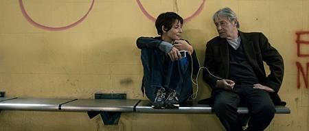 潔絲敏唐卡在【甜蜜天堂】執行任務中遇見了一位中年大叔,竟因為彼此的理念爭執而意外成為無話不談的朋友