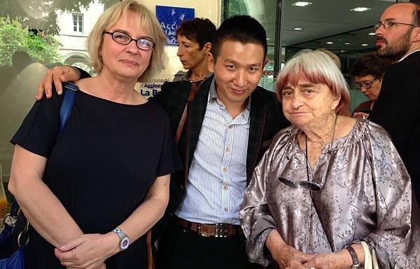 高齡80歲、法國新浪潮教母級女導演安妮華達(右)驚喜現身為趙德胤導演(中)加油打氣