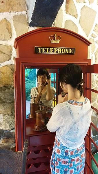 包廂裡的電話亭.jpg