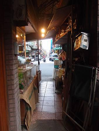 雜貨店的巷弄.JPG