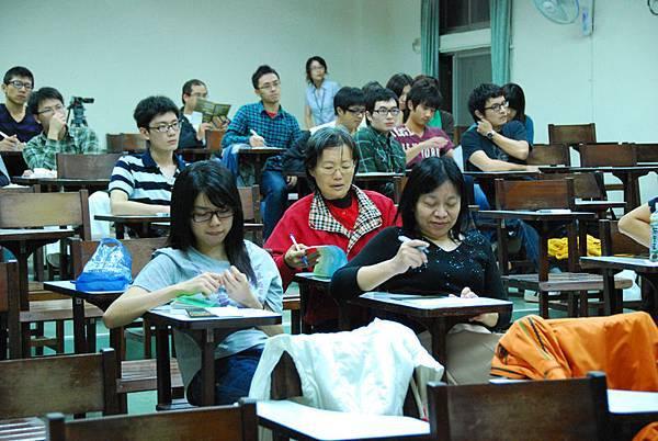 1125  世界是平的  與談人台大外文系教授廖咸浩