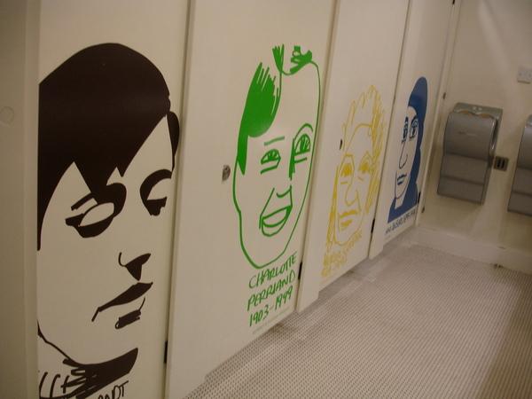 廁所門上的有趣人像