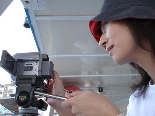 導演在船上拍