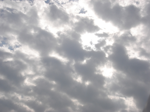 雲很多的一片天