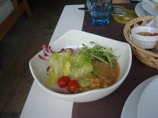 老公點的套餐中的沙拉