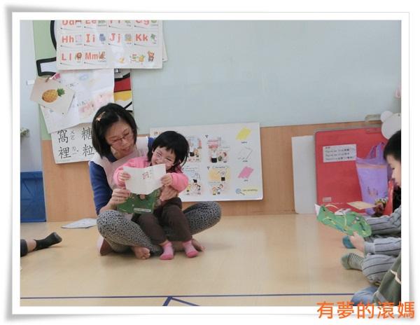 老師讀取信件內容給寶貝聽~ (11)