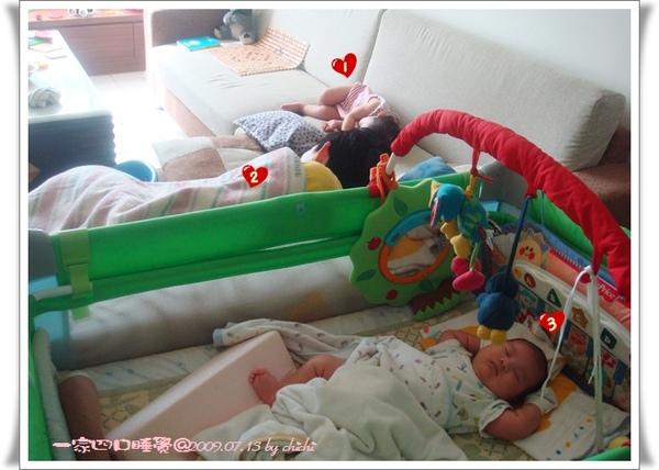 20090713-一家四口睡覺01.jpg