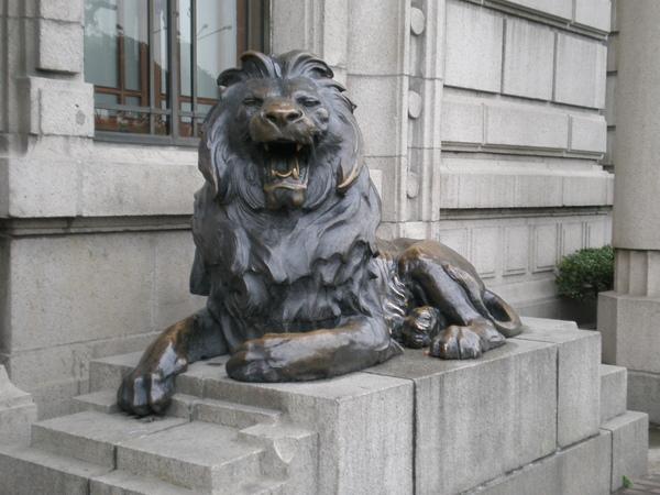 舊匯豐銀行門外