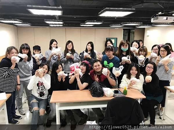 圖7.國語日報基礎八班師生與甜在心饅頭大合照.jpg