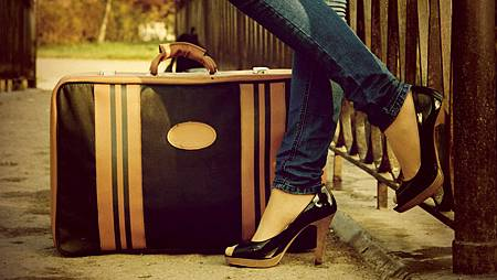 high-heels-with-suitcase