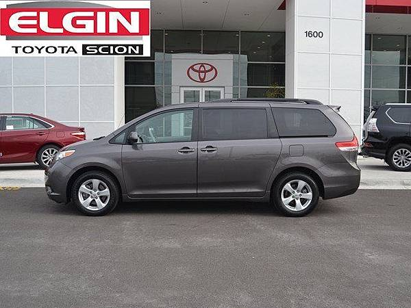 TOYOTA SIENNA LE 2.7