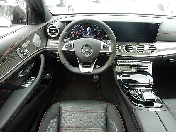 M-Benz AMG E43 4MATIC 4.jpg