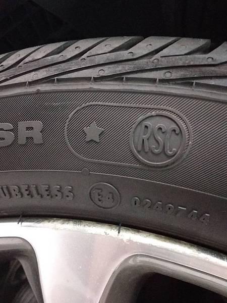 BMW輪胎.jpg