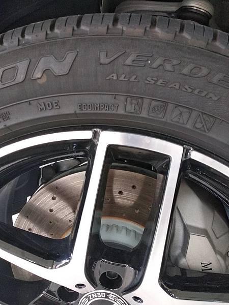 BENZ 輪胎.jpg