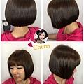 自然棕色系配上簡單有型的短髮😆
