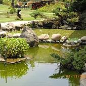 2009.08.15(7)  庭園裡的水池.jpg