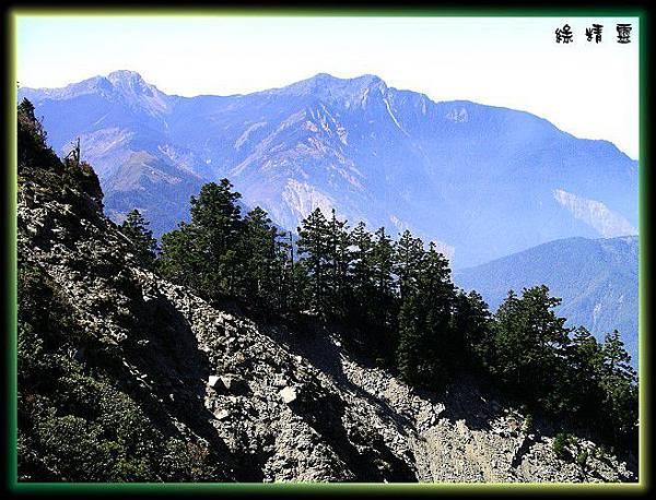 隔崩壁遠眺玉山稜脈