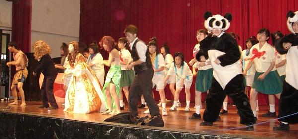 興國高中昨天上午舉辦一年一度的﹁英文創意歌曲表演﹂