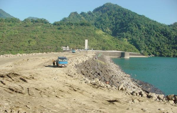 水利署南區水資源局於台南地區尋獲適當黏土,曾文大壩不透水心層順利施作﹗