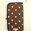 旅行者大容量護照包|藍莓摩卡。