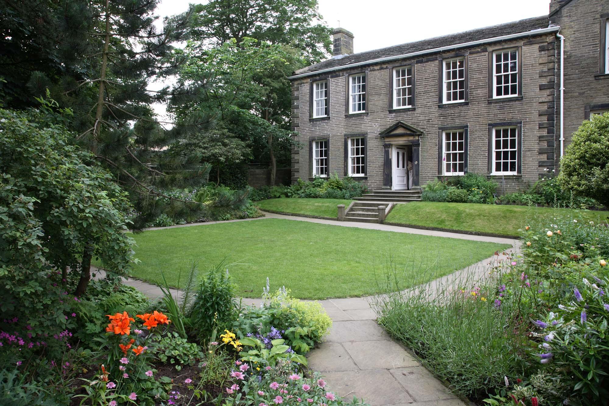 bronte-parsonage-museum-haworth