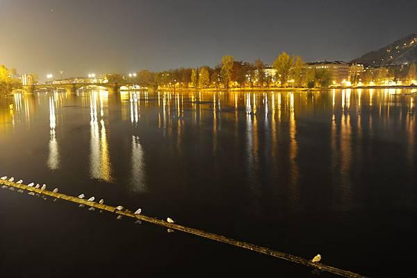 伏爾塔瓦河...