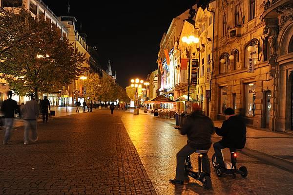夜晚的新城街巷
