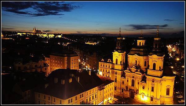 俯瞰布拉格城市夜景
