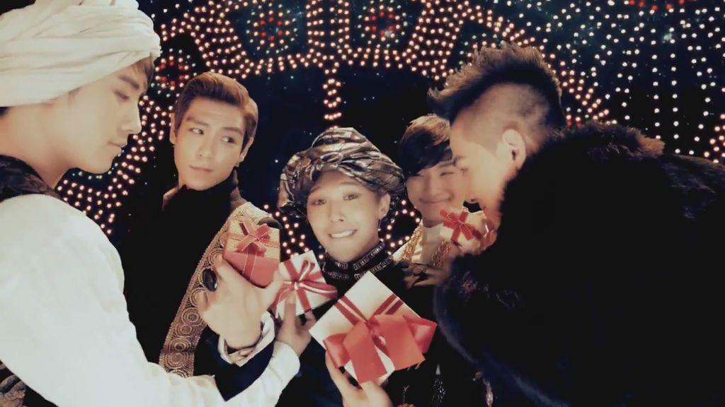 V.A - Lotte Duty Free 'So I'm Loving You' 2011 Ver. [MV Full HD ENG SUB]_(1080p)[(002733)22-13-37].JPG