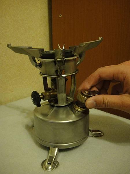 15.俟爐的溫度較低時在打開油壺進行洩壓