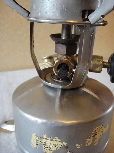 控油閥採上下方式運作(下為通針向上,反之為向下)