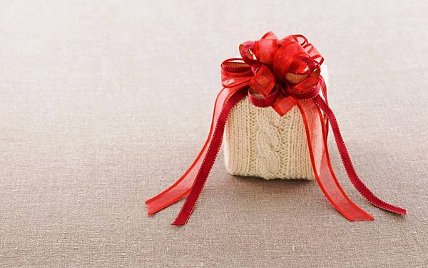 6986543-gift-box-bow-red-ribbon.jpg